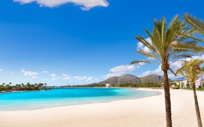 Beautiful white sandy beaches to spend a family day in Mallorca